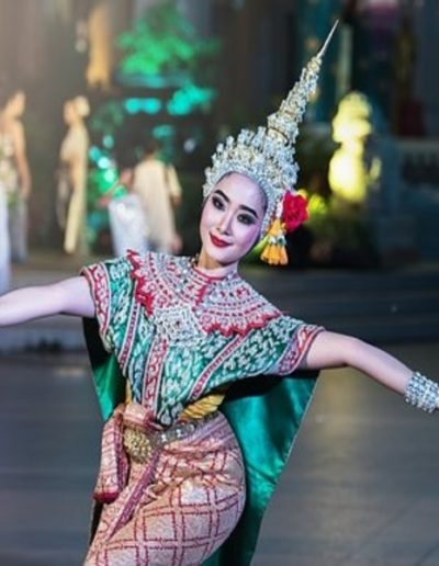 dancer-1807516__340